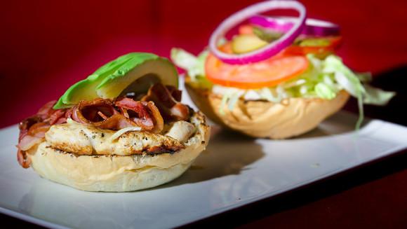 hamburgeria-torino-burger-gourmet-chicken-squisito-restaurant-grill-pollo-san-francesco-al-campo-e1483630189639