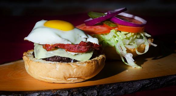hamburger, hamburgeria, gourmet, squisito, restaurant, torino,hamburgeria torino, hamburger, squisito, hamburger squisito, squisito restaurant, san francesco al campo, ristorante ciriè, ristorante caselle, specialità carne alla griglia, gourmet burger, torino, burger, hamburger personalizzabile, steakhouse, carne irlandese, hamburgeria artigianale, qualità,